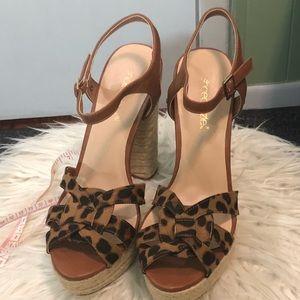 Shoedazzle Leopard Print Sandal